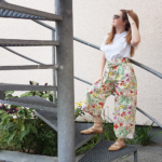 Outfit of the Day: Bunte Culotte & weißes Shirt